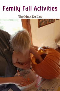 Family fall activities to do. Fall is so much fun from leaves to apples, and pumpkins too! Playing in the leaves and picking apples maybe carving pumpkins is a family favorite. Early learning in the fall is so easy and fun!