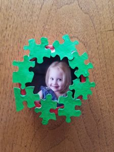 Christmas gifts made by toddlers. perfect DIY christmas gift, DIY Christmas ornament